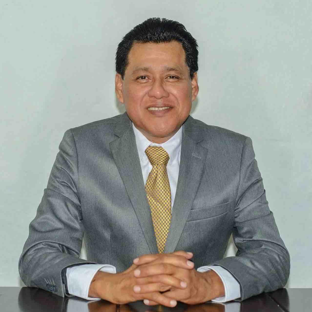 Dr. Bernardo Domínguez González