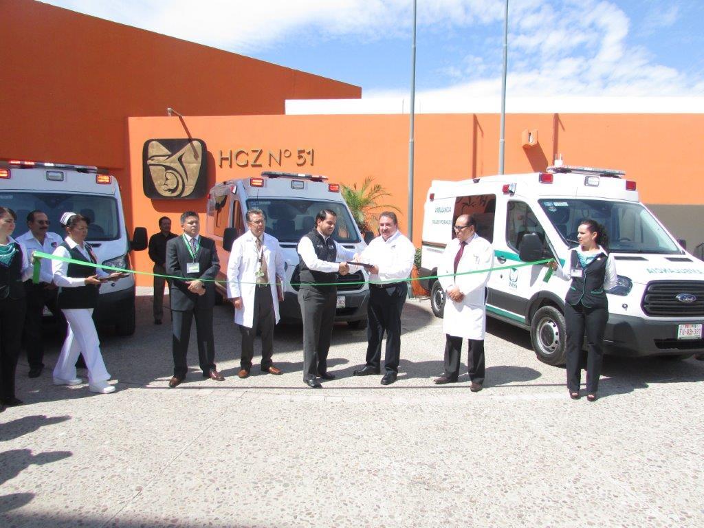 Entregan ambulancias en el HGZ No.51