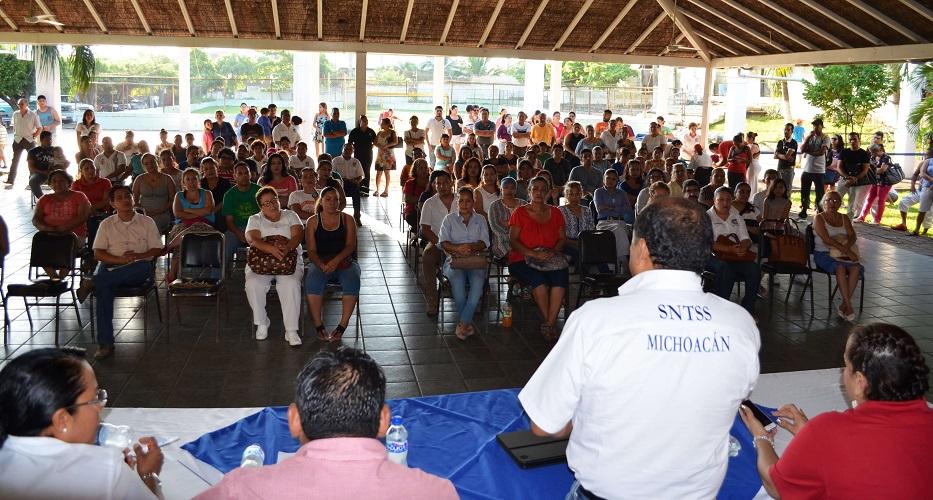 Se reúnen con trabajadores de la zona Lázaro Cárdenas