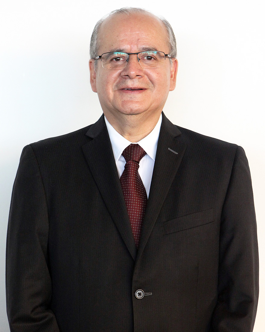 Dr. Arturo Olivares Cerda